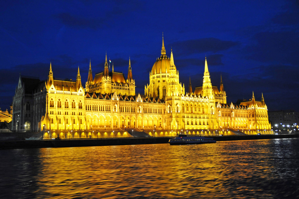 Hungary-2605 - Hungarian Parliament Building_by_Dennis Jarvis