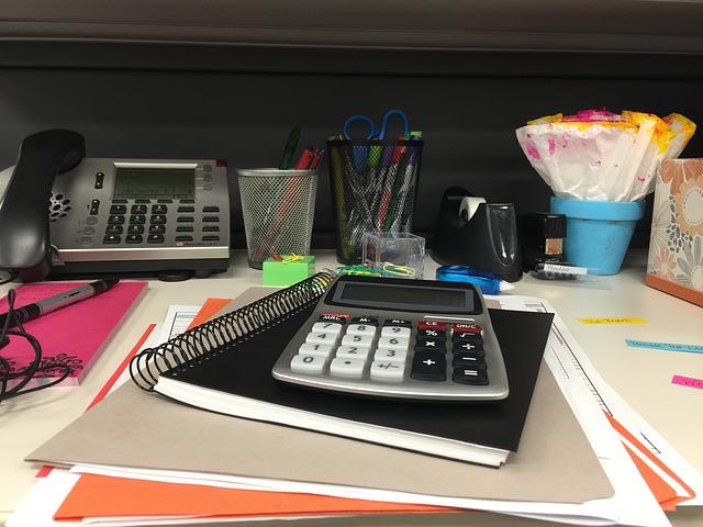 desk-912577_640