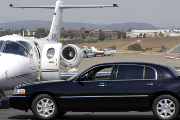 Limo And Jet - Wealthy Lifestyles