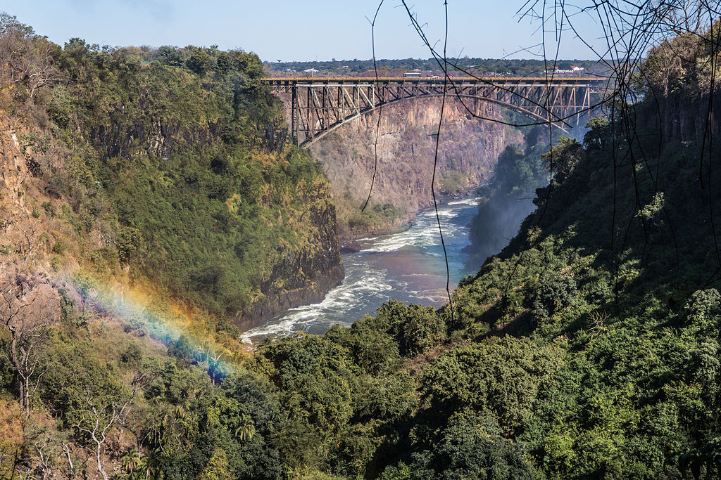 Victoria_Falls_Bridge_and_Zambezi_river