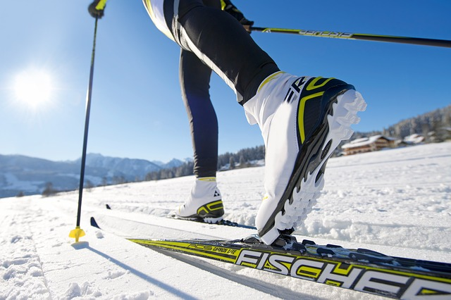 cross-country-skiing-624246_640