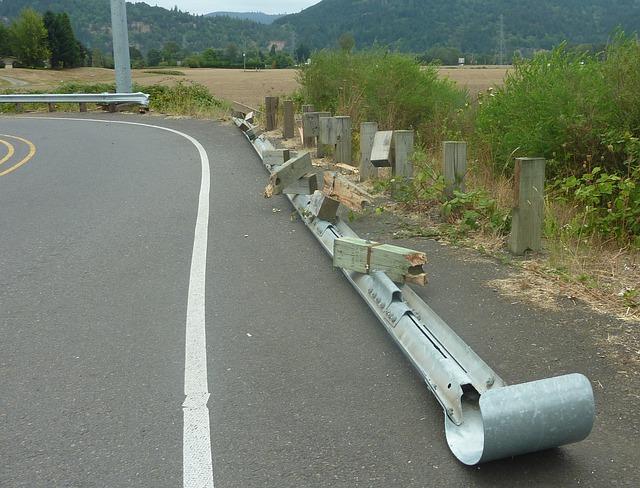 crash-barrier-254028_640