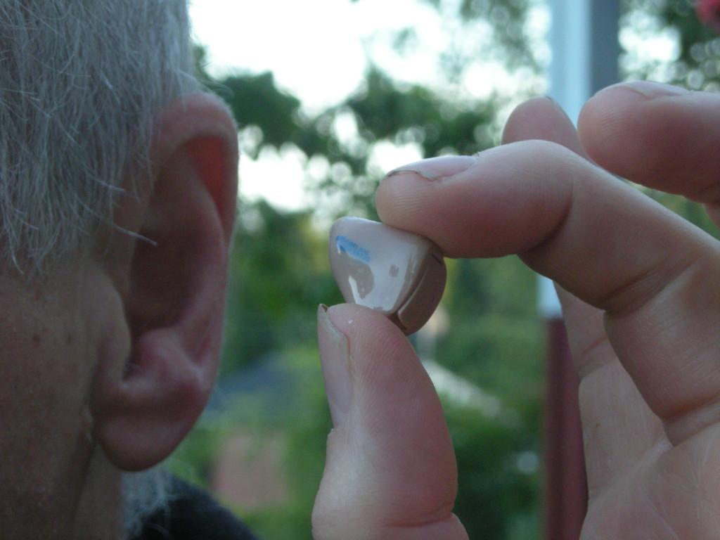 Hearing_aid_20080620
