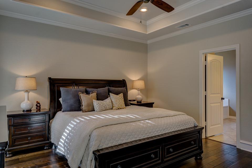 bedroom-1940168_960_720