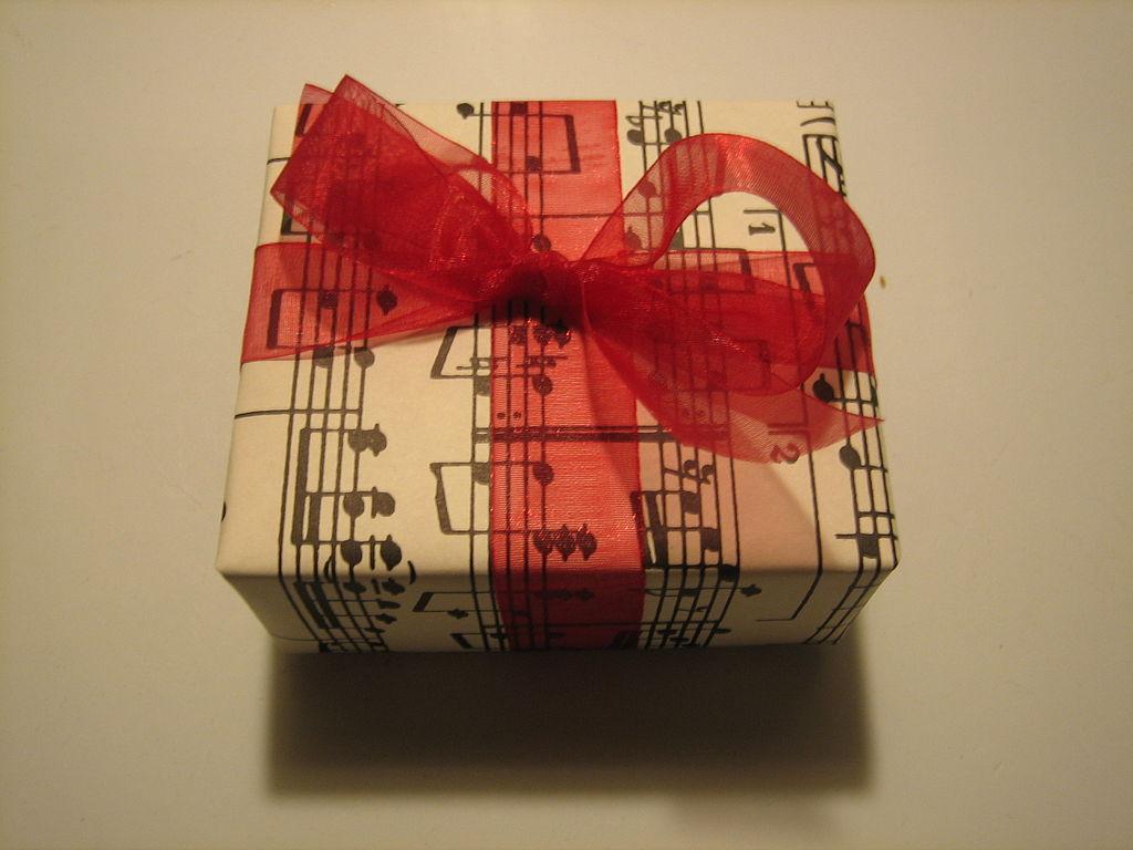 1024px-Music_present