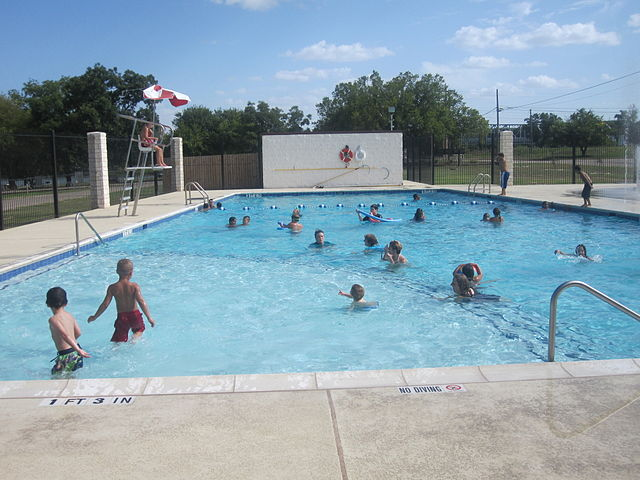 640px-Junction,_TX,_swimming_pool_IMG_4344